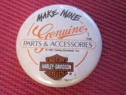 Insigna - Collector Button - Badge,Médaille,insigne Tôle émaillée Harley-DavidsonMAKE MINE PARTS ACCESSOIRIES 1991 - Obj. 'Remember Of'