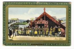NEW  ZEALAND  /  WHAKAREWAREWA  /  MAORI  HAKA  ( Group Of Warriors And Totems ) - Nouvelle-Zélande