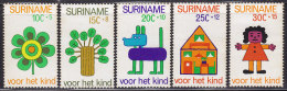 2345. Suriname, 1973, For The Child, MH (*) ( Toned ) - Surinam ... - 1975