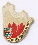 Pin's SAPEURS POMPIERS DE BOURGES (18) - Cathédrales En Flamme - Blason De La Ville - C952 - Brandweerman