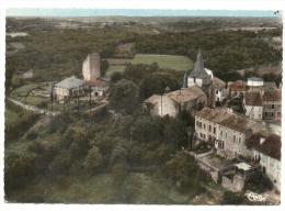 Castelnau-Rivi�re-Basse (65) :Vue a�rienne g�n�rale au niveau de l��glise, du ch�teau et des faubourgs en 1963  GF.