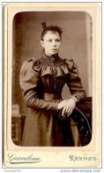 Beau CDV-femme élégante, Très Jolie Robe, Peigne Dans Cheveu-photo Graveleau à Rennes-mode-très Bel état - Old (before 1900)