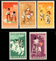 Suriname 0445/49**  Surtaxe au profit de l'enfance MNH