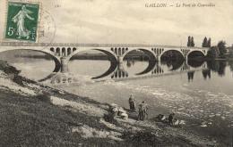 70485 - Gaillon (27) Le Pont De Courcelles Avec Des Lavandieres   ( Femmes Lavant Le Linge A L'ancienne ) - Otros Municipios