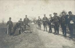 Militaria - Carte Photo, Soldats Français - Pose De Minage - Equipment