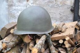 Copie De Casque US Deuxieme Guerre Mondiale. M1 Patiné. Complet. Idéal Reconstitution - 1939-45