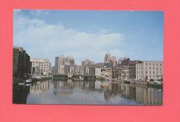 USA :  WISCONSIN - MILWAUKEE RIVER - Milwaukee