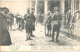 Furnes, Tirailleurs Senegalais Campes Sur La Place De L'eglise - Guerre 1914-18