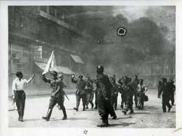 39-45 Libération De Paris Soldats Allemands Avec Drapeau Blanc - Guerre, Militaire