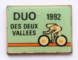 Pin's  DUO DES DEUX VALLEES 1992 -  Le Cyliste - Vitesse Sur Piste - C1008 - Wielrennen