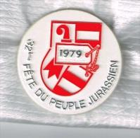 Insignes32ème Fête Du Peuple Jurassien 1979 + 34ème Fête Du Peuple Jurassien 1981 - Pins