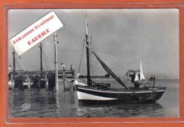 Carte Postale 80. Le Crotoy  Bateau De Pêche Devant La Jetée Trés Beau Plan - Le Crotoy