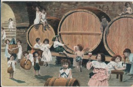 ENFANTS CAVE TONNEAUX VIN  1907  VOYAGEE  ETAT VOIR 2 SCANS - Groupes D'enfants & Familles