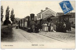 77 -PERTHES- La Gare Du Tramway (à Vapeur) Ligne Secondaire MELUN-MILLY.très Animée 2 Trains - Perthes