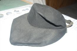 CHAPEAU Ancien FEUTRE MODE 1930  COIFFE Totalement RETRO - Headdresses, Hats, Caps