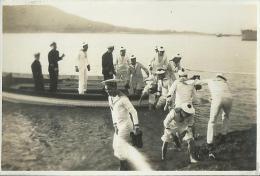 39Mé  Chine Photo Argentique Hankeau Marins Et Officiers De L'Amiral Charner Debarquant - Plaatsen