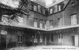 50 MANCHE  -  CHERBOURG Ecole Sainte-Chantal , Cour Intérieure - Cherbourg