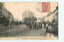 Le Neubourg : Place Du Marché, Partie Est. 2 Scans. Edition Loncle - Le Neubourg