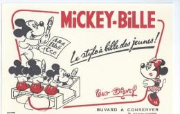 MICKEY  - Buvard   (  Le Stylo à Bille Des Jeunes ! )  Ft  =  20.5cm  X  13.5 Cm - Buvards, Protège-cahiers Illustrés