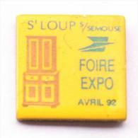 Pin's LA POSTE -  ST LOUP SUR SEMOUSE (70) - Foire Expo AVRIL 1992 - Le Meuble Ancien - C1060 - Mail Services