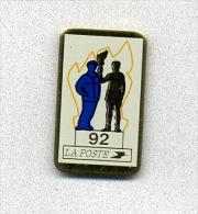 Pin´s  LA  POSTE  Département  92 - Correo