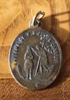 Rare Médaille Catholique Nativité Et Baptème Du Christ. Bronze 30mm X 23mm - Religion & Esotericism
