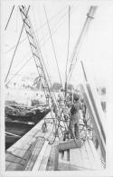 ��  -  Carte Photo non Situ�e  -  Marins sur un Bateau � Quai  -  Sc�ne de Travail  -  ��