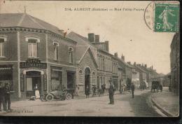 Cpa  514 . ALBERT  (Somme) .Rue Félix.Faure, Bien Animée Avec VOITURE ANCIENNE Et HOTEL CAUMARTIN - Albert