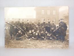 Carte Photo. Militaria. Soldats Et Fusils Baïonnettes. A Situer. - War, Military