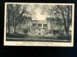 VEZENOBRES  Cour D'honneur Du Château  écrite 1933 - Autres Communes