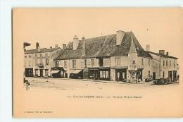 La Pacaudière : La Maison Notre Dame. Dos Simple. 2 Scans. Edition Bécaud - La Pacaudiere