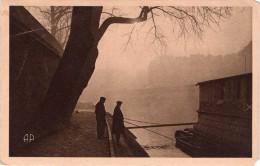 2 Cpa PARIS Insolite Ou Changé, Pêcheurs 1930 Et Place De La Nation Avec Jets D´eau 1942   (24.5) - La Seine Et Ses Bords