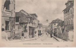 .SAINT PIERRE  LA MARTINIQUE ( Une Rue Principale ) - Martinique