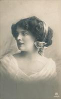 FEMMES - FRAU - LADY - Jolie Carte Fantaisie Portrait Jeune Femme - Femmes