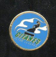 PINS PIN'S  CIGARETTE  CIGARETTES  GITANES DANSE 2,1 CMS METAL - Autres