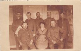 Photocarte-Soldats Allemands Et Femme Pose Photo 1917 (guerre De 14-18)(2scans) - War 1914-18
