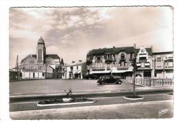 85 Les Sables D'Olonne  Place De Strasbourg Et église Saint Pierre - Other Municipalities