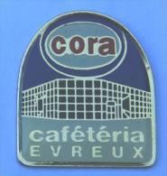 Pin's CAFETERIA CORA - EVREUX (27) - Vue Du Centre Commercial CORA - Logo - C1147 - Food