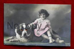 Chien Saint Bernard Avec Yeux En Relief Et Petite Fille Fillette - St. Bernhardshund Bernhardiner Alpine Mastiff - Honden