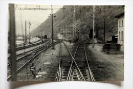 2 Photos Prise Du Train 661  Ligne Brig-Bern à Situer Mars 1959 - Gares - Avec Trains
