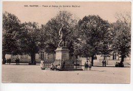 REF 152 CPA 44 NANTES Place Et Statue Du Général Mellinet - Nantes