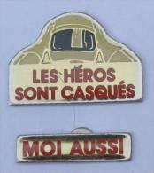 LOT De 2 Pin's LES HEROS SONT CASQUES - MOI AUSSI - Sécurité Routiére - GD - C1196 - Badges