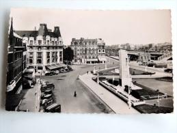 Carte Postale Ancienne : ARRAS : Place Du Maréchal Foch Et Les Hotels - Arras