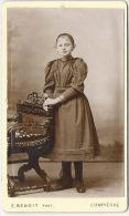 Beau CDV Vers 1879-fillette N°1-mode-robe-photo De Belle Qualité, Légèrement Bombée-photos Benoit Compiègne - Fotos