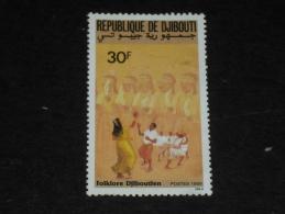 DJIBOUTI YT 652 OBLITERE - FOLKLORE DANSE DANSEUR DANSEUSE - - Dschibuti (1977-...)
