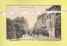 * CPA..( Dépt 55 )..VERDUN  :  Rue  De L'Hôtel De Ville   - Voir Les 2 Scans - Verdun