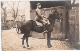 Hamburg Wilhelmsburg Moorwärder 16 Sohn Des Hofbesitzer Adolf Buhk Auf Dem Hof  Hoch Zu Roß Pferd Im Urlaub 1917 Private - Wilhemsburg
