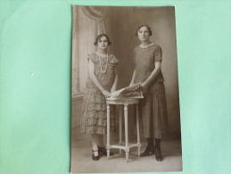 Carte Photo D'une Mère Et Sa Fille - Photographs
