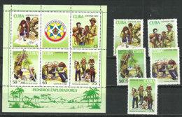Le Scoutisme A CUBA.  5 T-p + 1 BF Neufs ** Yvert # 3990/94 + BF 170. Côte 20,00 € - Scouting
