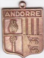 MEDAILLE SOUVENIR CUIVREE BLASON ECUSSON ANDORRE AUTOUR 1950 ?   2.3 CM PAR 2.5 CM - Altre Collezioni
